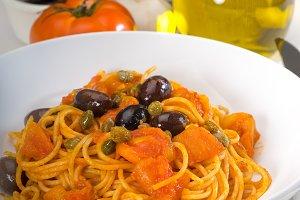 pasta spaghetti puttanesca 4.jpg