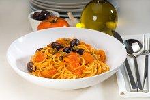 pasta spaghetti puttanesca 6.jpg