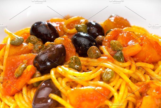 pasta spaghetti puttanesca 12.jpg - Food & Drink
