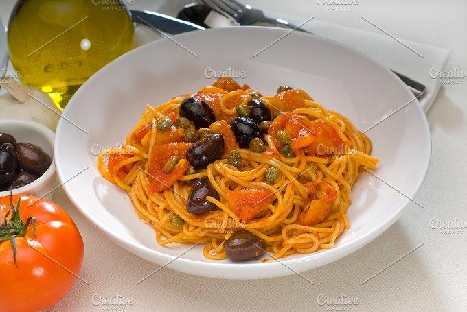 pasta spaghetti puttanesca 13.jpg - Food & Drink