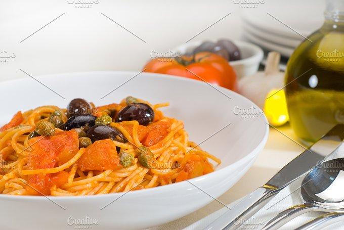 pasta spaghetti puttanesca 14.jpg - Food & Drink
