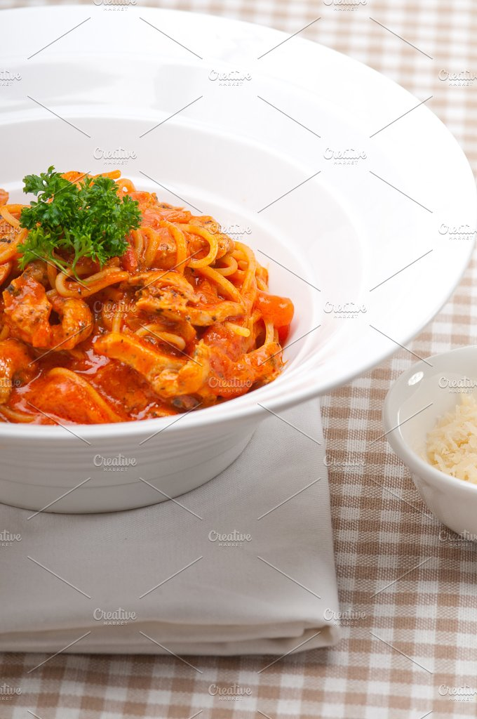 pasta spaghetti chicken tomato home style 05.jpg - Food & Drink