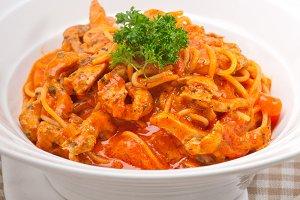 pasta spaghetti chicken tomato home style 01.jpg