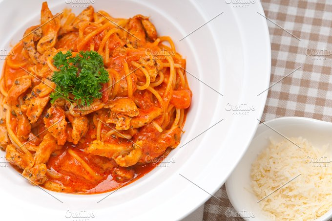 pasta spaghetti chicken tomato home style 04.jpg - Food & Drink