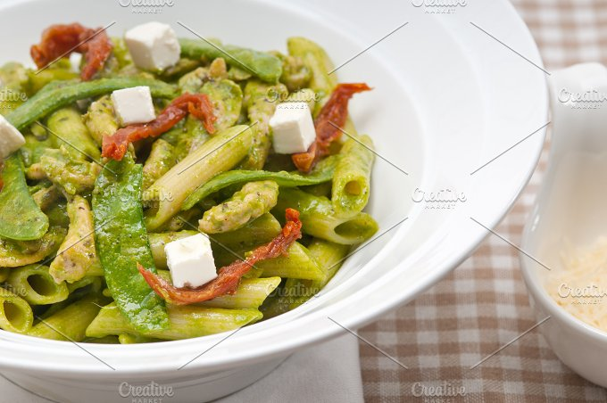 pasta penne pesto chicken and sundried tomatoes 01.jpg - Food & Drink