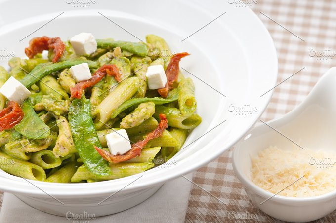 pasta penne pesto chicken and sundried tomatoes 16.jpg - Food & Drink