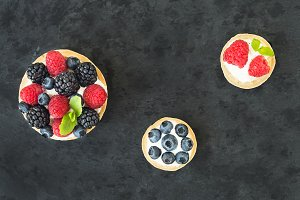 Goat cheese and berries sandwich