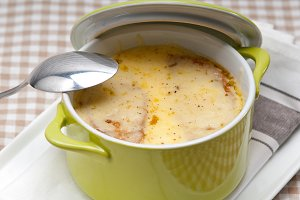 onions soup with melted cheese and toasts on top 05.jpg