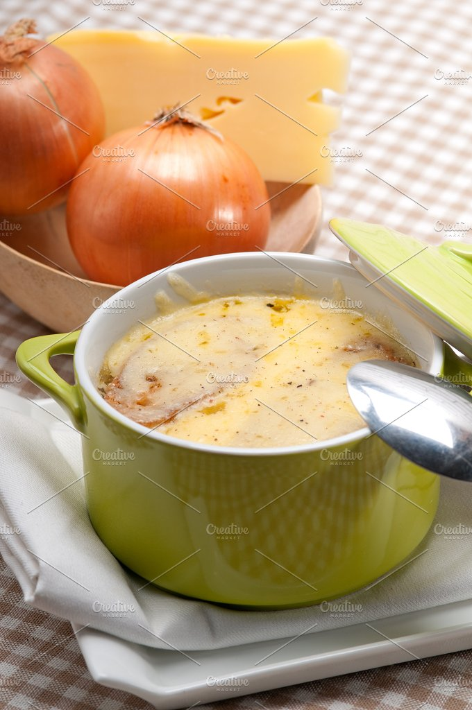onions soup with melted cheese and toasts on top 17.jpg - Food & Drink