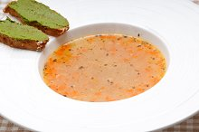 minestrone soup with pesto crostini on side 01.jpg