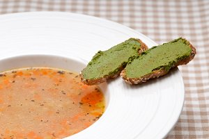 minestrone soup with pesto crostini on side 03.jpg