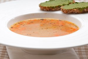 minestrone soup with pesto crostini on side 09.jpg