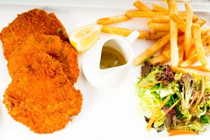 Milanese veal cutlets 06.jpg