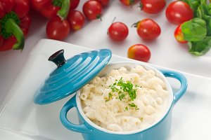 mac and cheese on a blue little pot 02.jpg