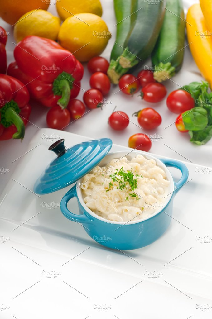 mac and cheese on a blue little pot 02.jpg - Food & Drink