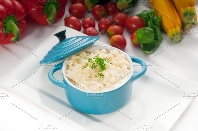 mac and cheese on a blue little pot 05.jpg - Food & Drink