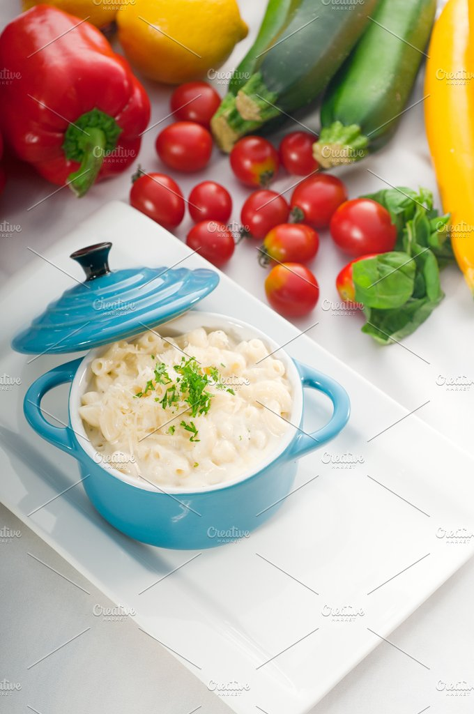 mac and cheese on a blue little pot 08.jpg - Food & Drink
