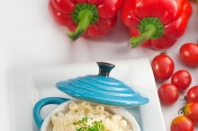 mac and cheese on a blue little pot 06.jpg