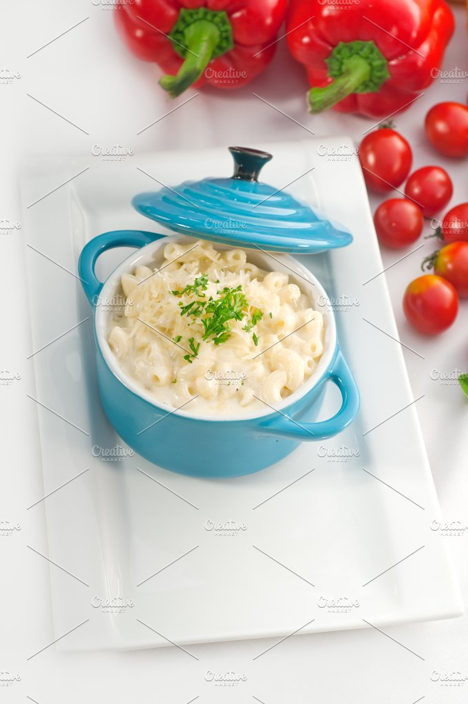 mac and cheese on a blue little pot 06.jpg - Food & Drink