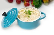 mac and cheese on a blue little pot 10.jpg