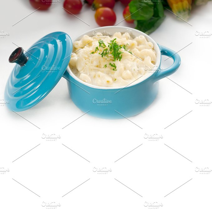 mac and cheese on a blue little pot 10.jpg - Food & Drink