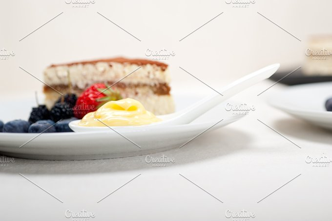Italian tiramisu dessert 01.jpg - Food & Drink
