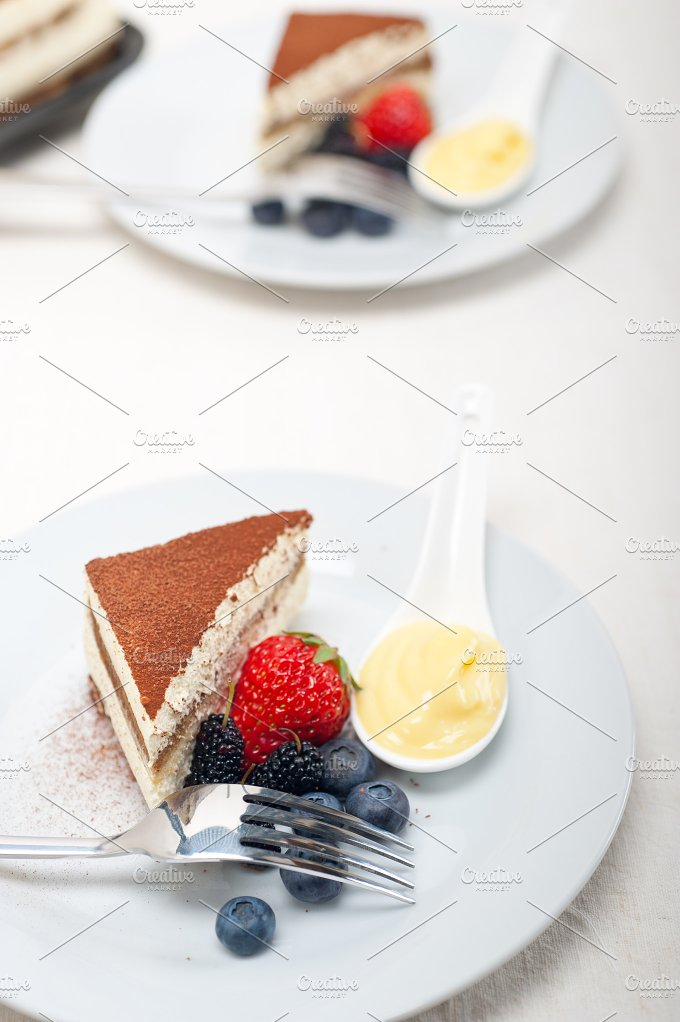 Italian traditional tiramisu 02.jpg - Food & Drink