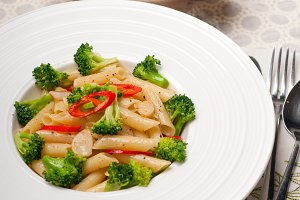 Italian penne pasta with broccoli 03.jpg
