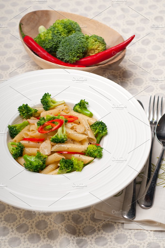 Italian penne pasta with broccoli 03.jpg - Food & Drink