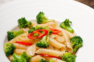 Italian penne pasta with broccoli 04.jpg