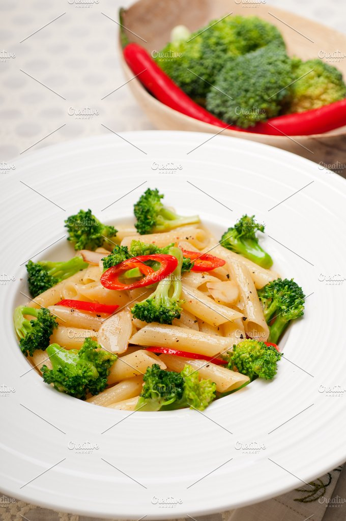 Italian penne pasta with broccoli 04.jpg - Food & Drink