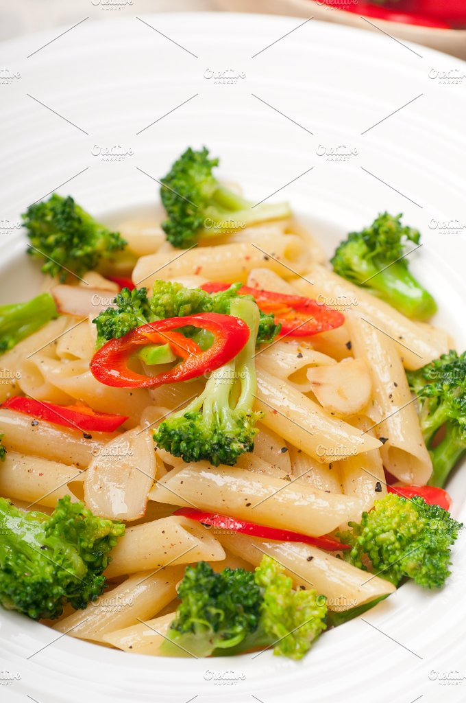 Italian penne pasta with broccoli 07.jpg - Food & Drink