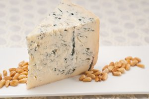 gorgonzola cheese 08.jpg