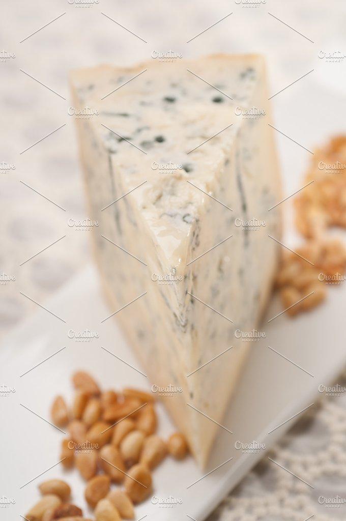 gorgonzola cheese 15.jpg - Food & Drink