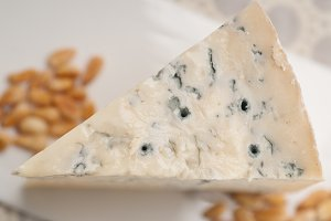 gorgonzola cheese 16.jpg
