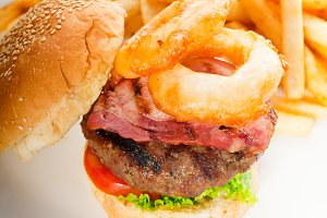 gorgeous hamburger sandwich 04.jpg