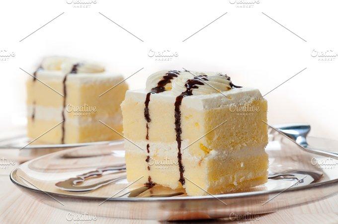 fresh cream cake with chocolate sauce 04.jpg - Food & Drink