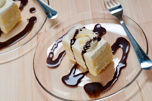 fresh cream cake with chocolate sauce 02.jpg