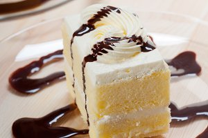 fresh cream cake with chocolate sauce 01.jpg