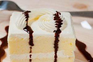 fresh cream cake with chocolate sauce 08.jpg