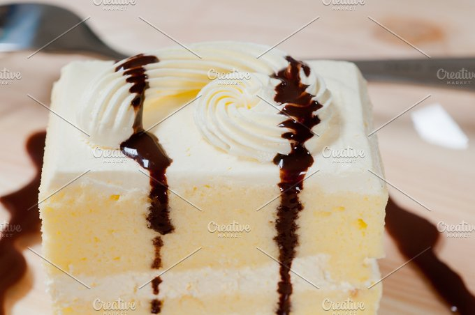 fresh cream cake with chocolate sauce 08.jpg - Food & Drink