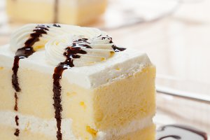 fresh cream cake with chocolate sauce 09.jpg