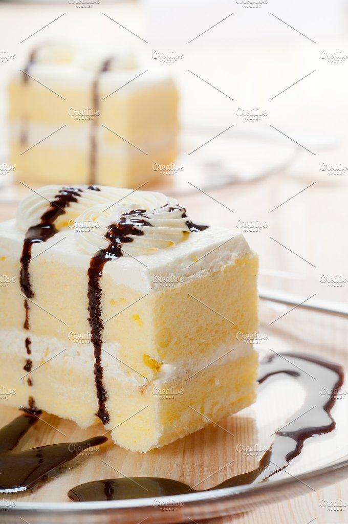 fresh cream cake with chocolate sauce 09.jpg - Food & Drink