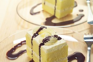 fresh cream cake with chocolate sauce h10 02.jpg