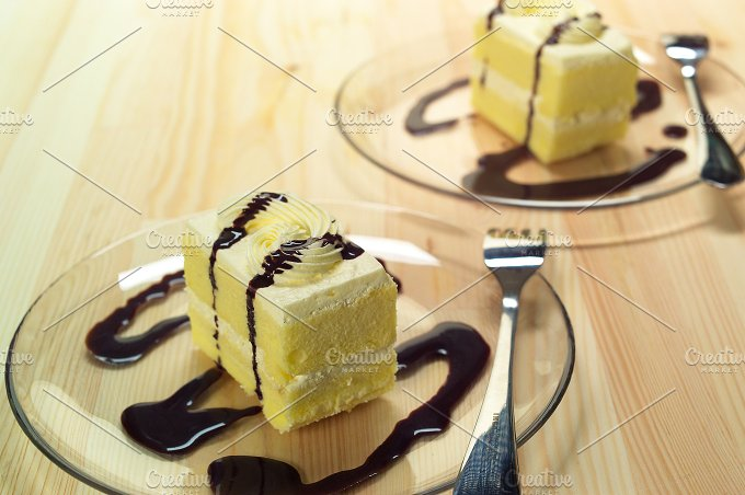 fresh cream cake with chocolate sauce h10 06.jpg - Food & Drink