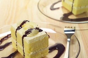 fresh cream cake with chocolate sauce h10 04.jpg
