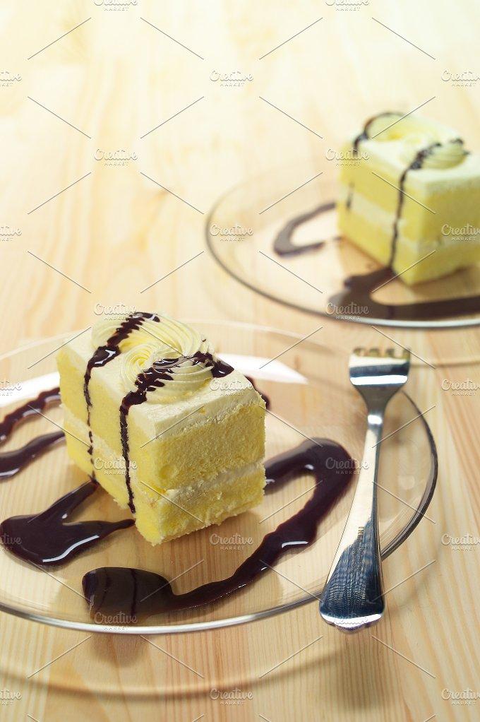fresh cream cake with chocolate sauce h10 04.jpg - Food & Drink
