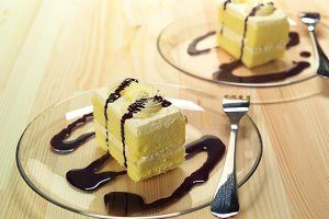fresh cream cake with chocolate sauce h10 07.jpg