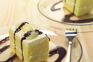 fresh cream cake with chocolate sauce h10 03.jpg