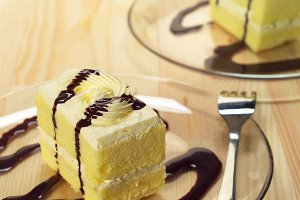 fresh cream cake with chocolate sauce h10 05.jpg
